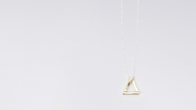 Upper Metal Class Three Point Tria Necklace