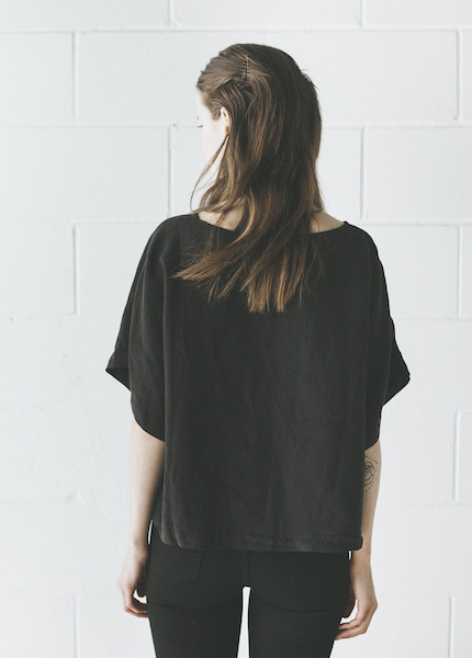 Black Crane - Linen Square Top in Black