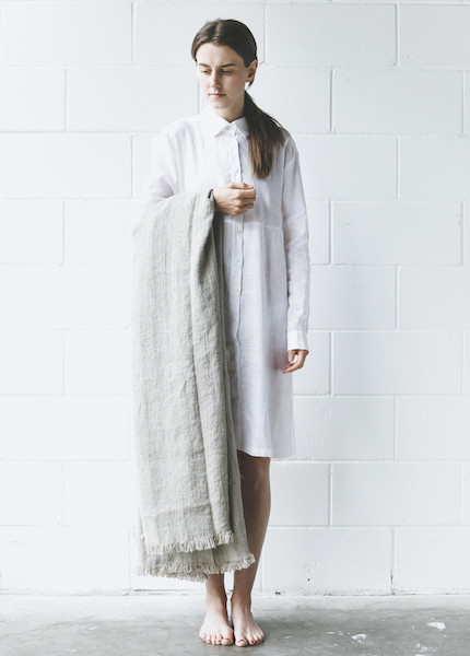 Le Fil Rouge Linen Throw - Herringbone Weave
