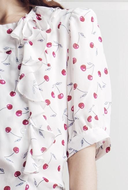 Xilla Top in White/Silver Cherry Print