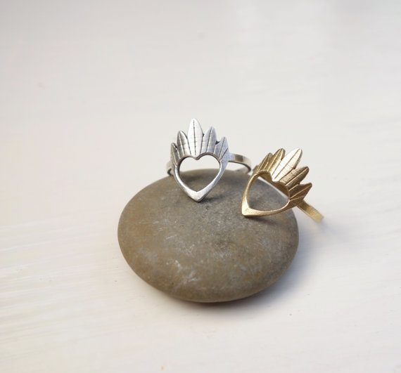 Knuckle Kiss Modern Claddagh Ring