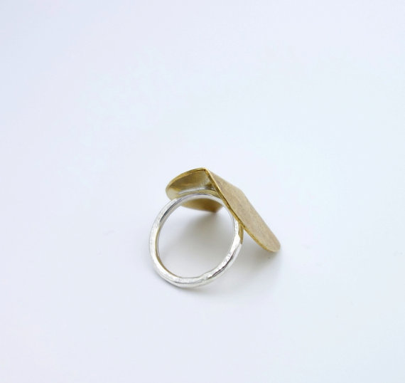 Knuckle Kiss Shift Ring