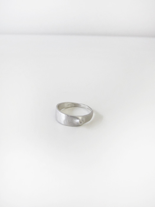 Quarry Cudo Ring w/White Diamond