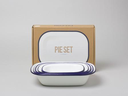 Falcon Enamelware Pie Set