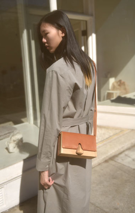 Eatable of Many Orders Nose Clutch Bag - Camel