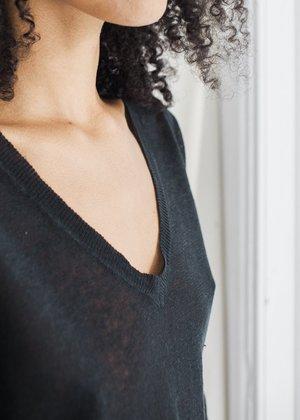 Line Knitwear Avery V-Neck - Caviar