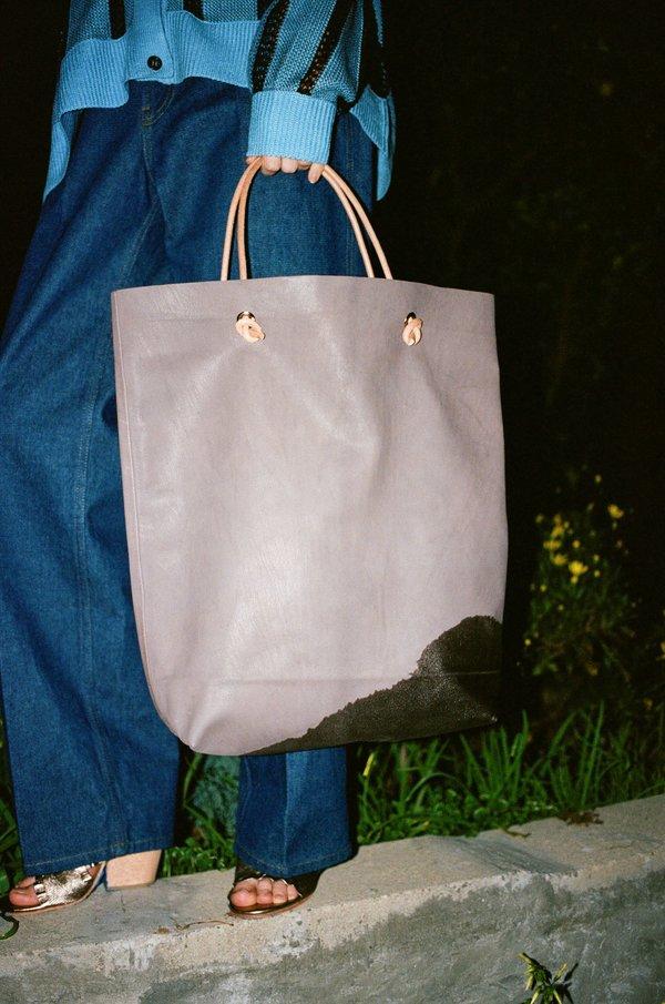 A Détacher Stain Bag in Gray