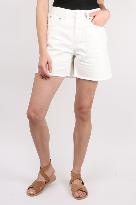 Closed Lucy Short - White