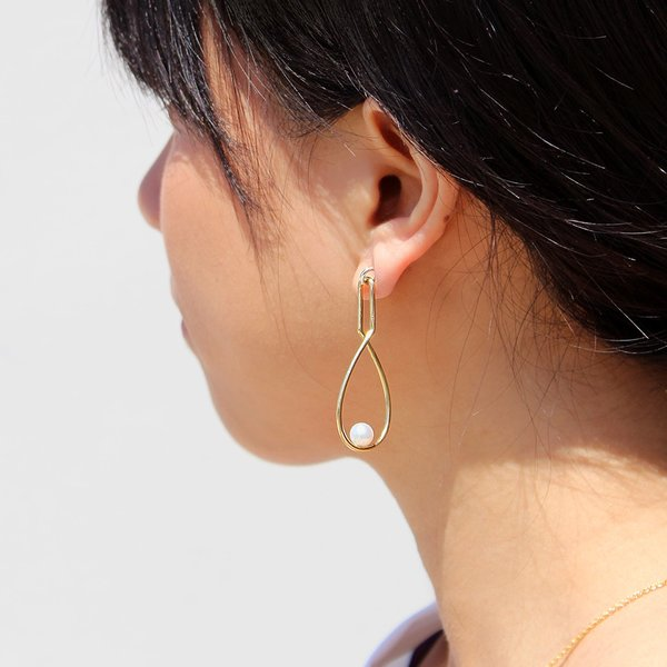 Metalepsis Projects Loop Pearl Earrings