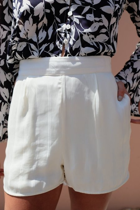 BETWEEN TEN Mali Short - White Satin