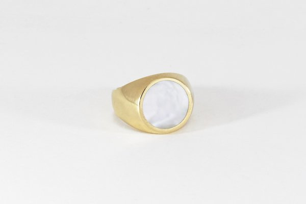 Unisex Legier Round Stone Signet - Mother of Pearl