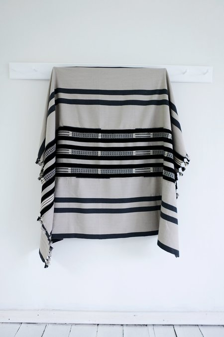 Karu Nagaland Throw - Grey/black