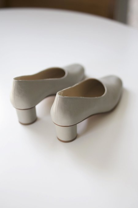 Anne Thomas Jeanne Pump Cincia - light grey