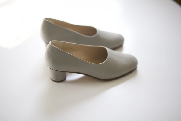 Anne Thomas Jeanne Pump Cincia - light grey