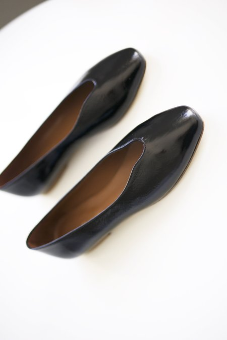 Anne Thomas New Menerbes Flats - black