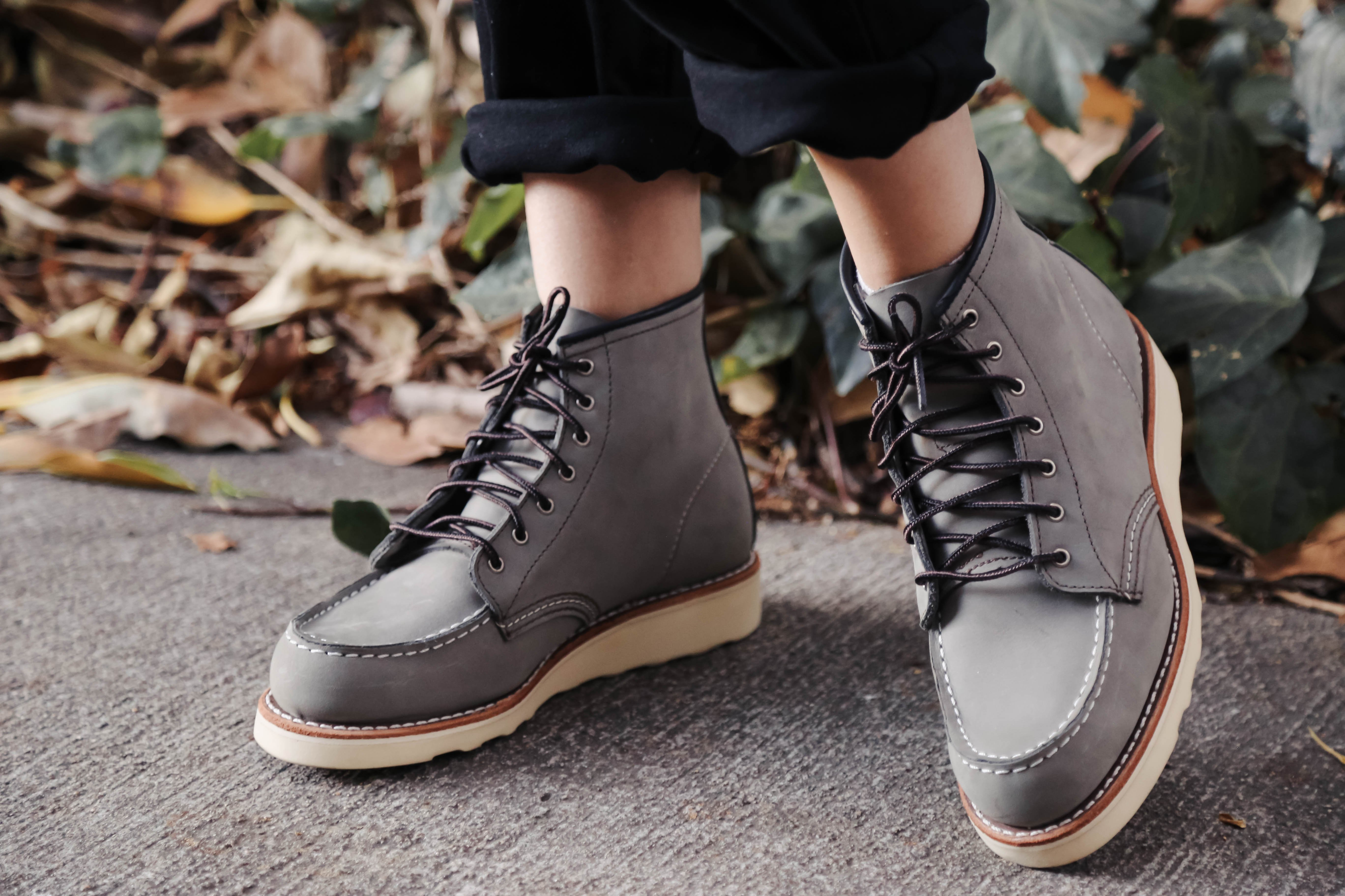 Red Wing Heritage Charcoal Chinook Moc