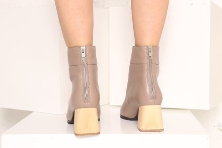 """INTENTIONALLY __________."" JAC boot - Taupe"