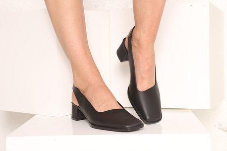 """INTENTIONALLY __________."" PATTY heel - Black"