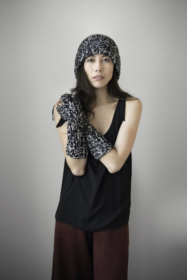 Rocio Beanie and Fingerless Gloves - Black/Ivory