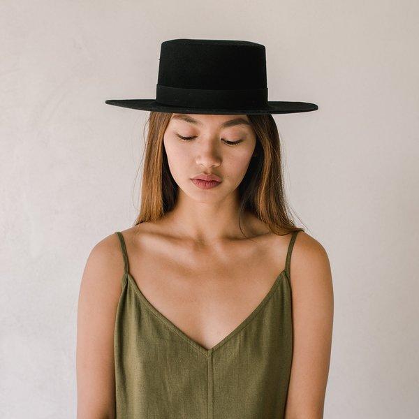 Janessa Leone Gabrielle HAT - Black  f0a69c0b9e2