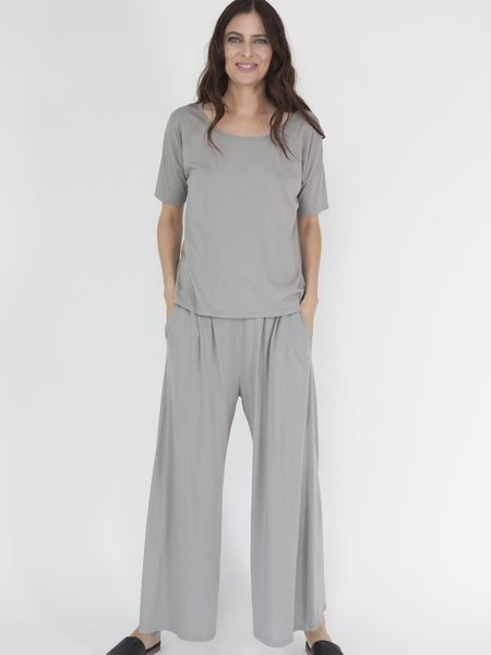 Arzé 100% Organic Pima Cotton Short Sleeve Top - GRAY