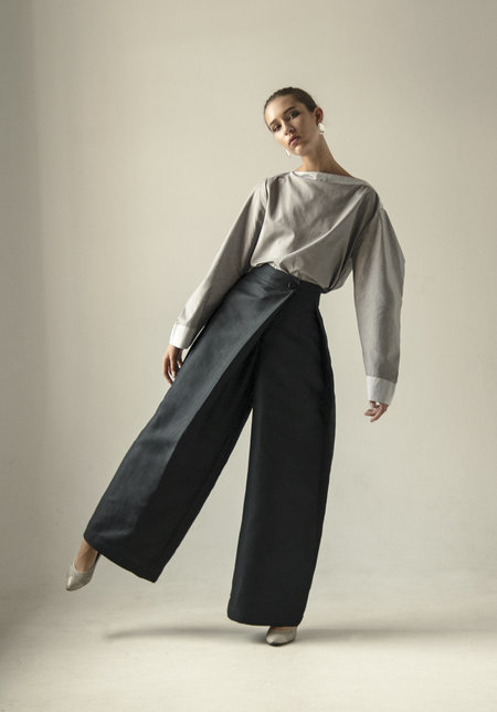 K M by L A N G E Wide leg crossover Button Sharovary pants - NAVY