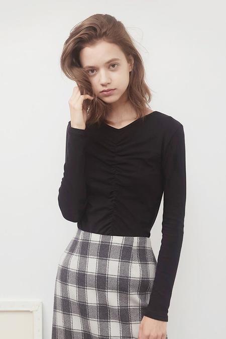 AMONG V NECK Shirring T-Shirt