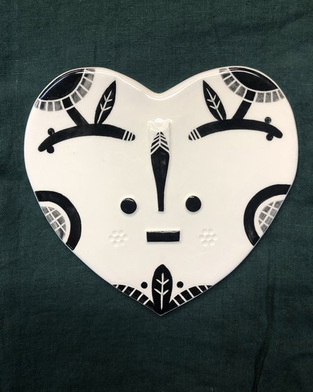 LOUISE KYRIAKOU DAIZIO Small Ceramic Face Wall Hanging - White