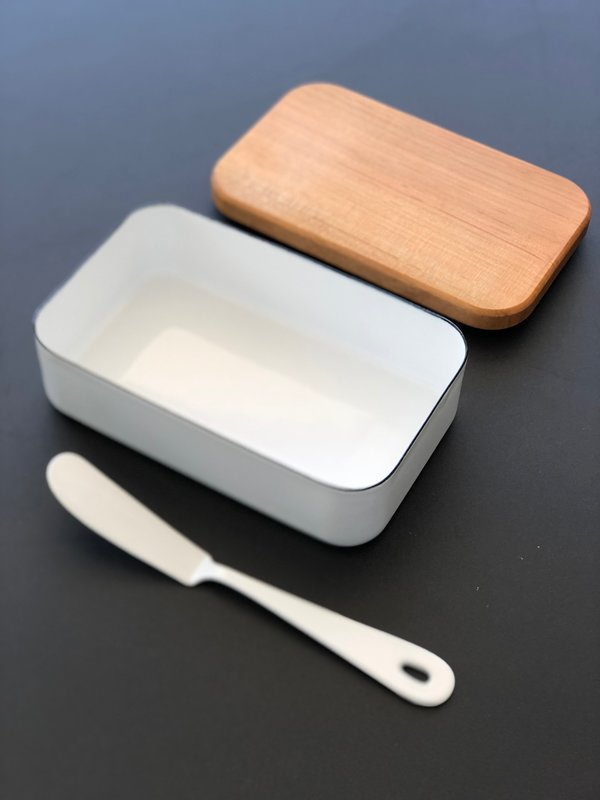 Noda Horo Enamel Butter Case with Wood Lid - White