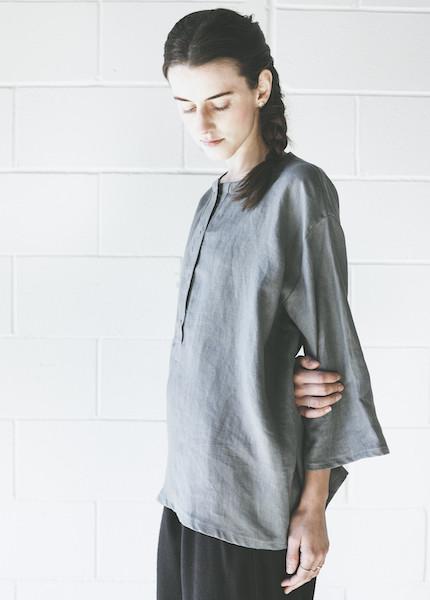 Sunja Link - Linen Top in Grey
