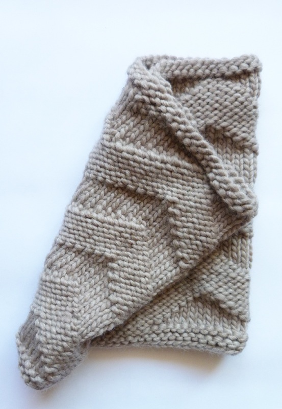 good night, day Minto Chevron reversible Cowl