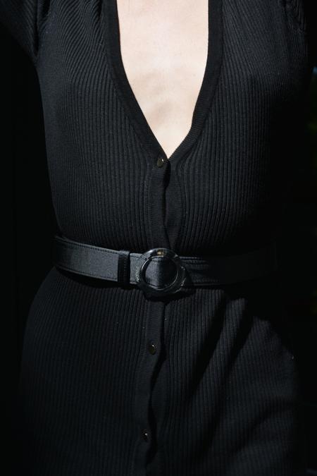 IMAGO-A Nº46 Lucite Buckle Belt - Noir Satin