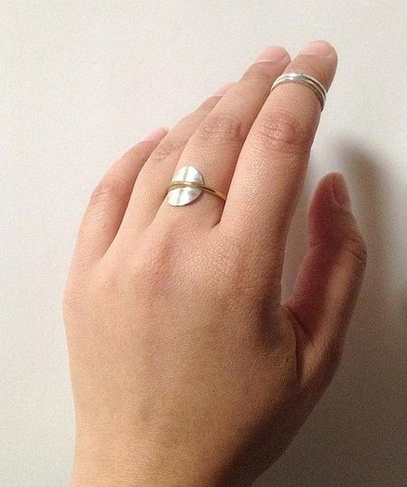 Knuckle Kiss Saturn Ring - Silver/Brass