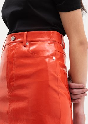 Helmut Lang Patent Five Pocket Leather Skirt - Magma