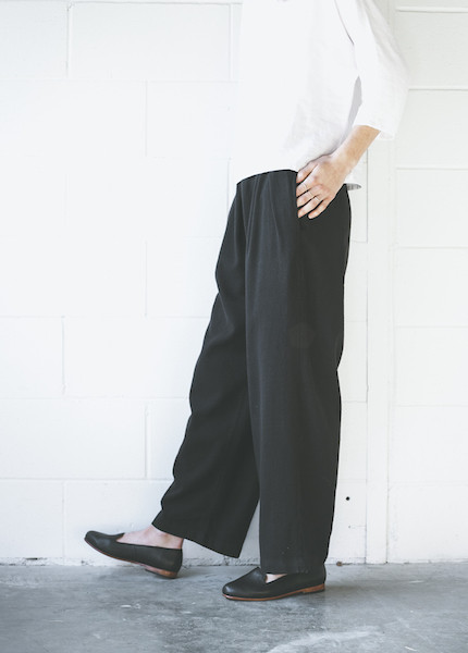 Black Crane Pleats Pant in Black
