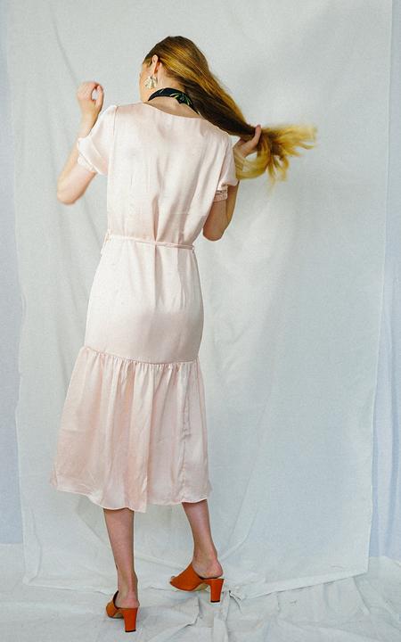 ENSEMBLE THE LABEL HEATHER WRAP DRESS - Pink