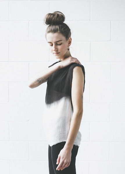 Dolan - Mock Neck Tee in Kohl / Dove
