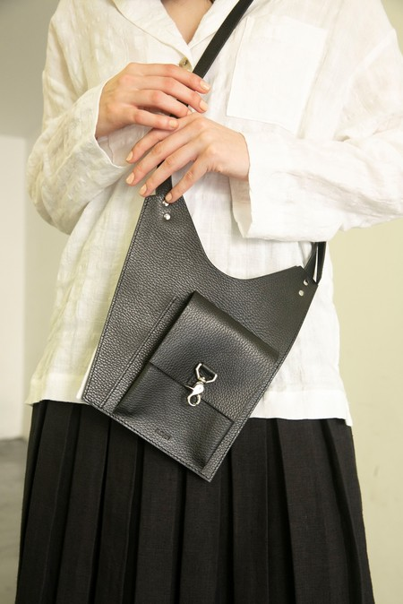 A.DAN ARC SLING BAG - BLACK