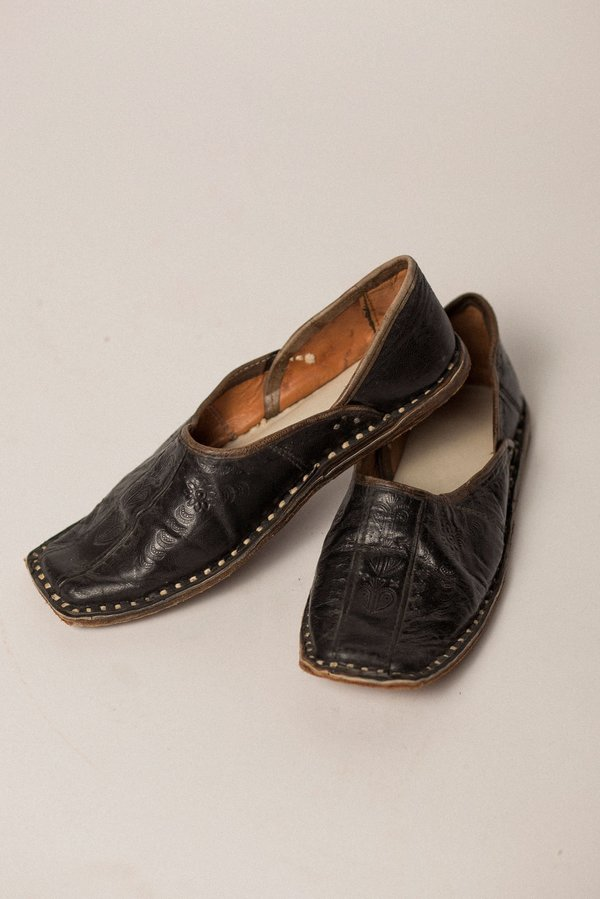 78d9b57df9e0f Vintage Preservation Hand-Tooled Leather Shoe - BLACK on Garmentory