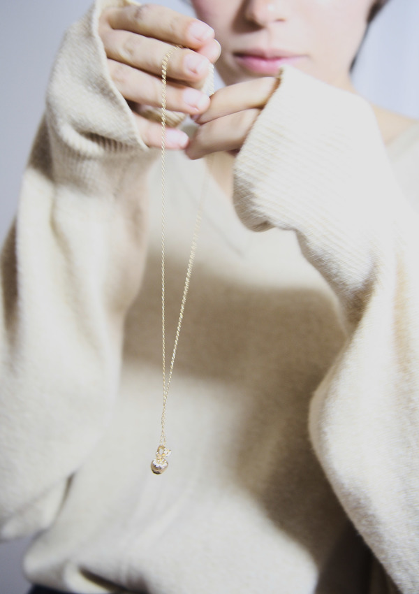 Bird on A WIRE Céleste Apple Pendant Necklace - Gold