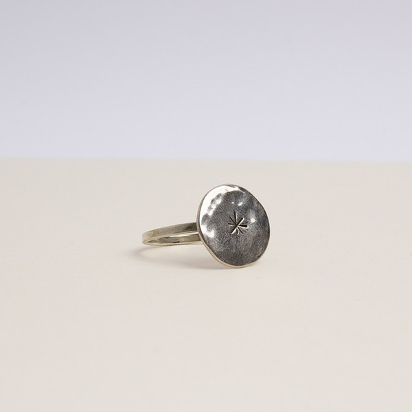 Kontora sisters round star ring in silver