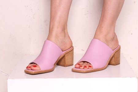 """INTENTIONALLY __________."" Imply Leather Sandals - Lilac"