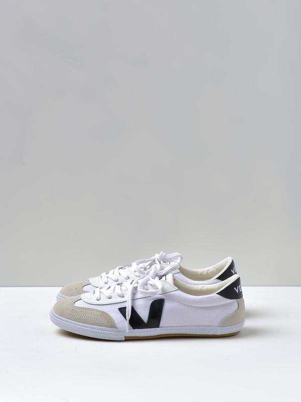 UNISEX VEJA VOLLEY - White/Black