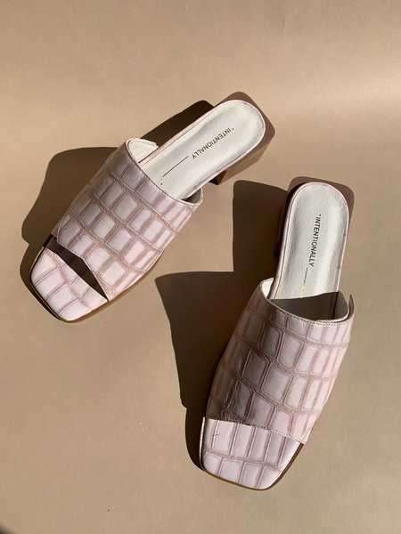 Intentionally Blank Hill Sandal - Mauve