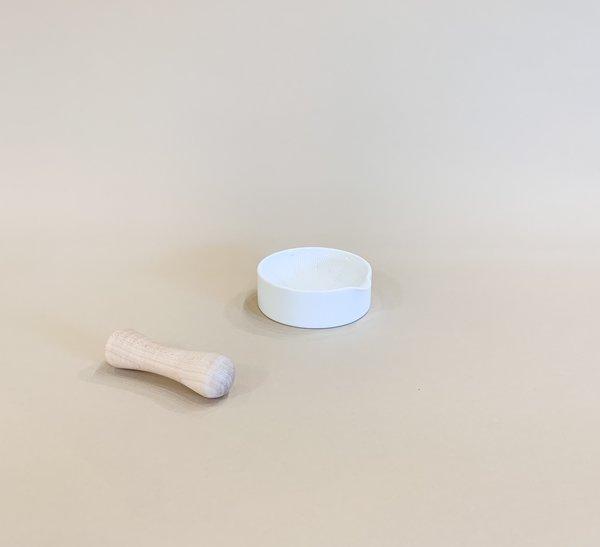 Sitaku mortar and pestle - White