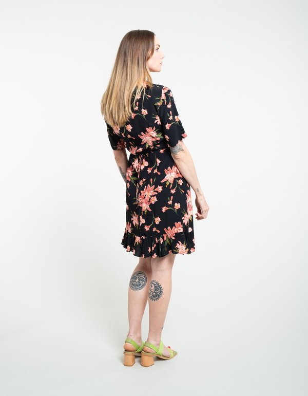 9d75e23ed Just Female Oline Wrap Dress - Cole AOP