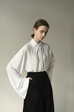 K M by L A N G E POINTED COLLAR VISCOSE SHIRT - WHITE