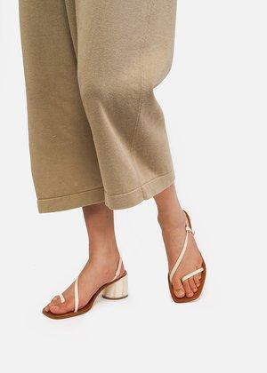 LOQ Isla Sandals