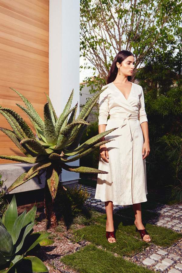 Kamperett LINDEN MIDI WRAP DRESS - IVORY