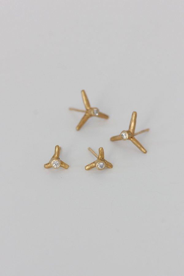 Margery Hirschey 3 Prong Medium Earring - Gold